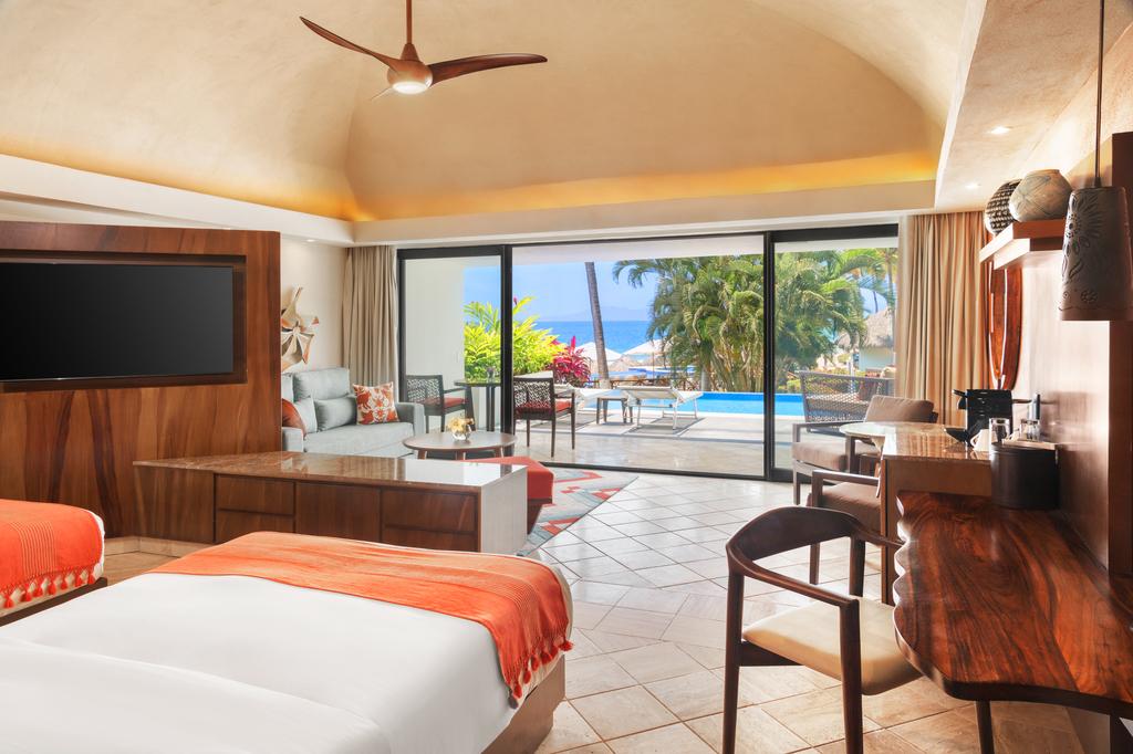 Hyatt-Ziva-Puerto-Vallarta-Club-Ocean-View-Swim-Up-Suite-Double