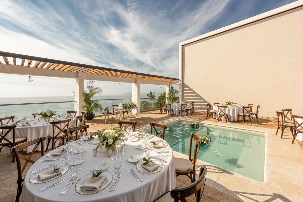 Hyatt-Ziva-Puerto-Vallarta-Sky-Penthouse-Terrace-Weddings-Reception-Setup-6