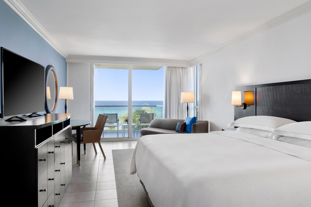MBJRHHF_Oceanfront_Royal_Suite_Bedroom