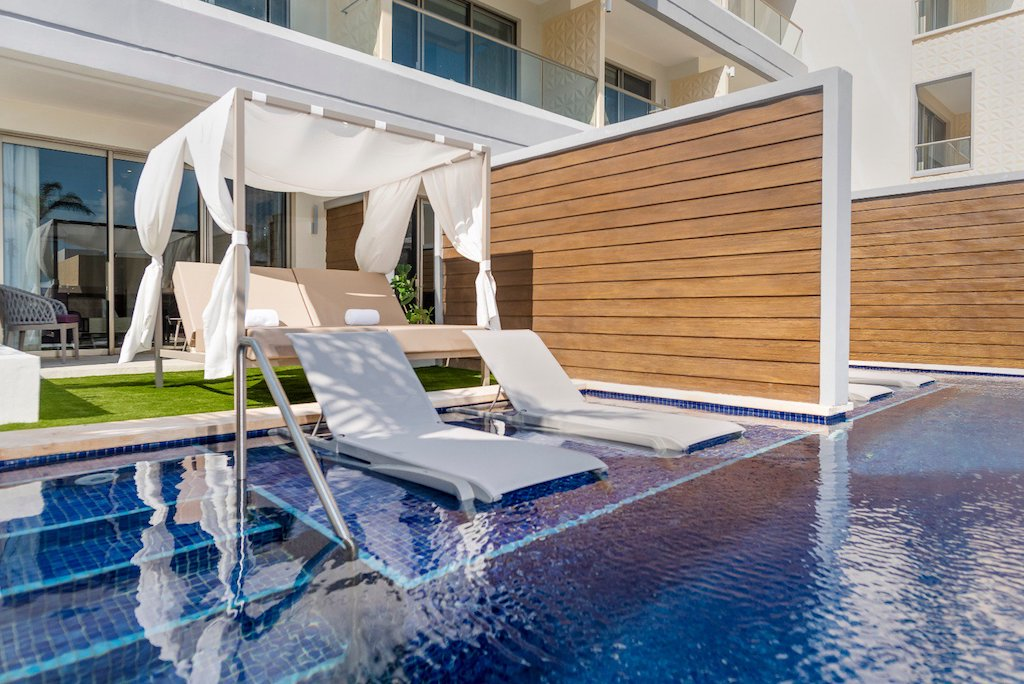 Planet_hollwood_cancun-JS_swimout_room-177