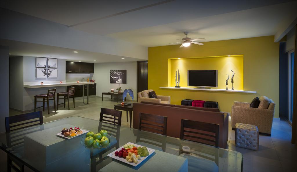 Rock Suite Platinum Living area