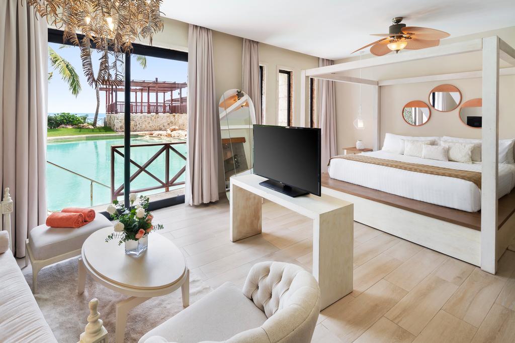 Sanctuary-Cap-Cana-Castle-Junior-Suite-Swim-Out-living