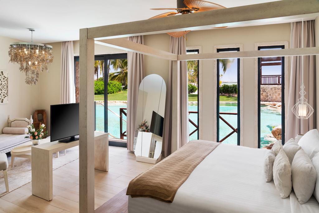 Sanctuary-Cap-Cana-Castle-Junior-Suite-Swim-Out-bed