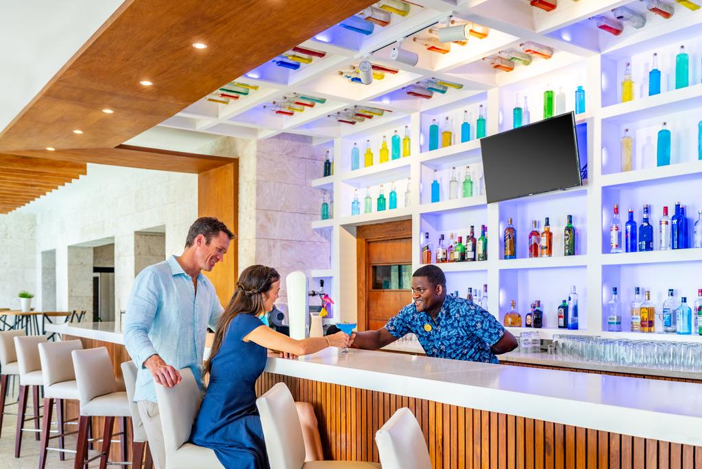 Sanctuary-Cap-Cana-Ocean-Bar-Service.