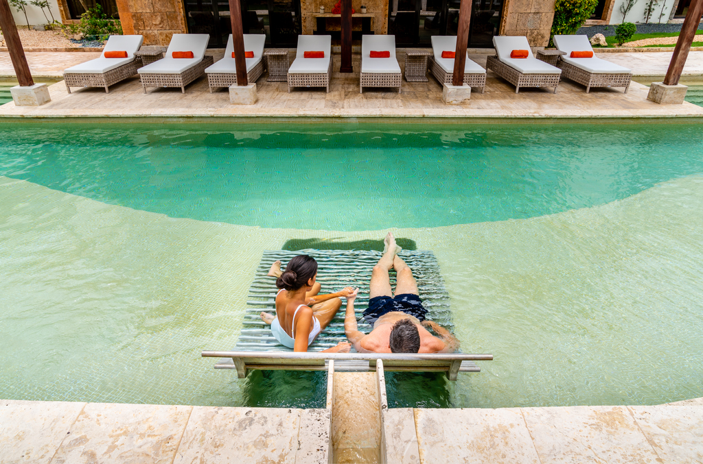 Sanctuary-Cap-Cana-Spa-Hydrotherapy-Pools-Couple