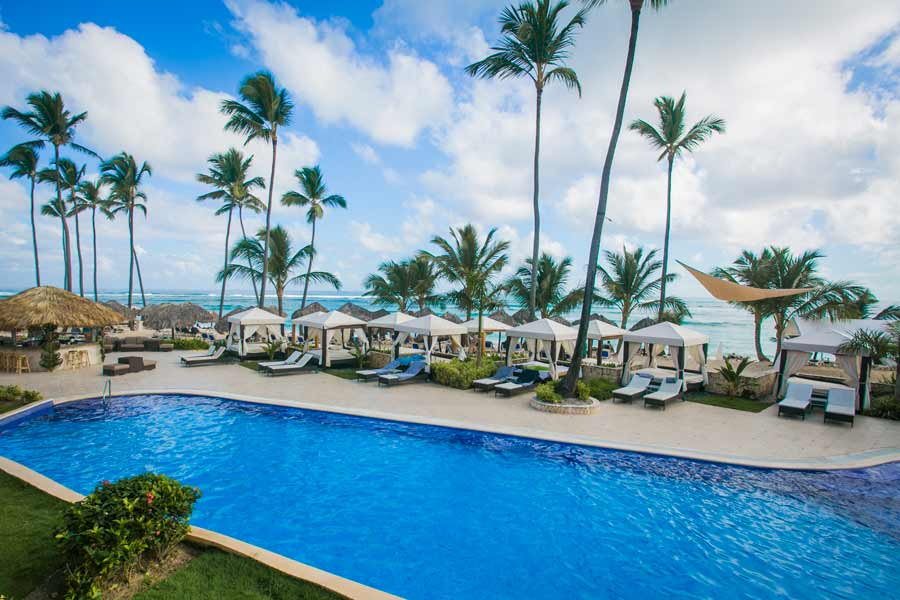 majestic-elegance-pool-tumbonas