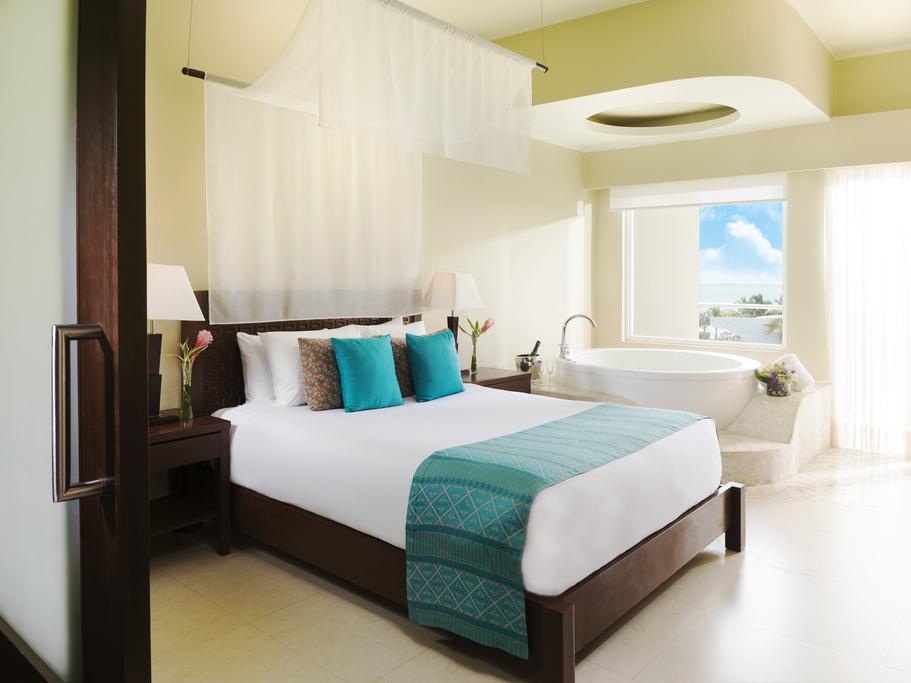 Azul Sensatori Mexico – Family-Jacuzzi-Suite-4412-Bedroom