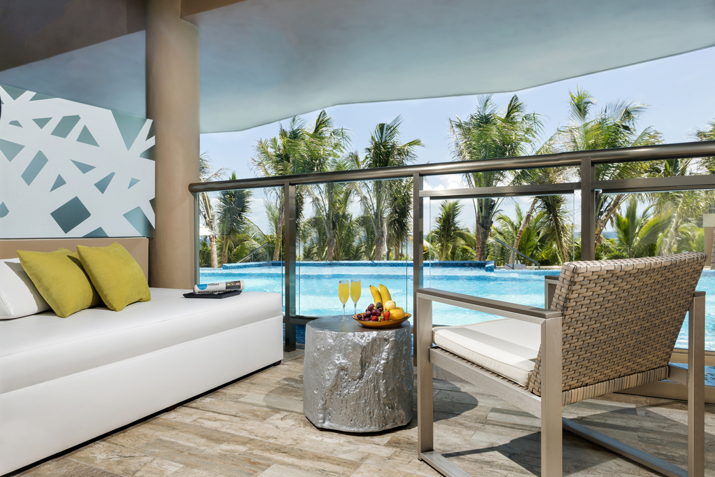 EDSS-Oceanfront-Swim-Up-Jacuzzi-Suite-Room-View.