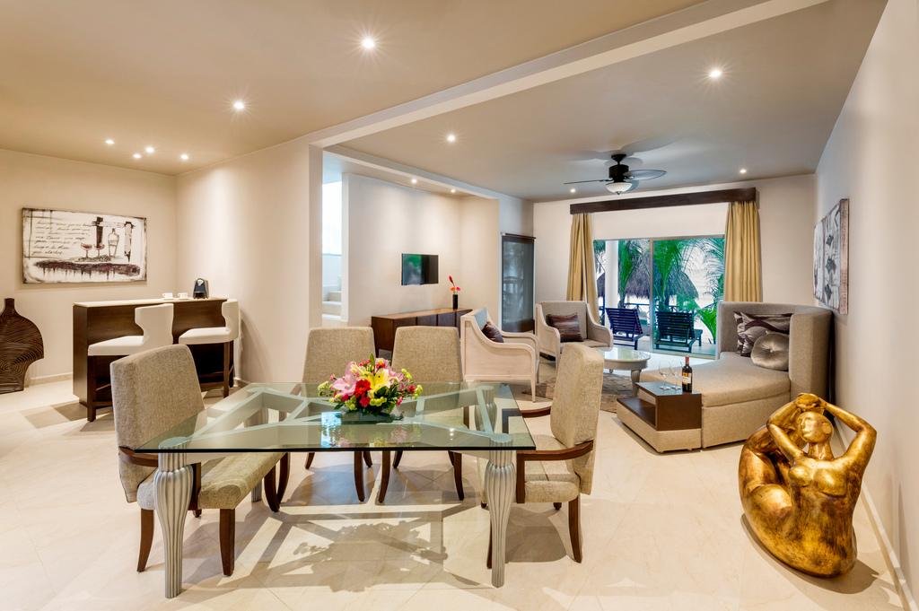 Hidden Beach – HB-Presidential-Beachfront-Villa-Living-Room
