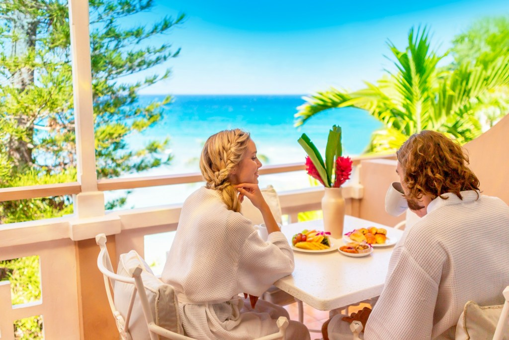 cr-ss-balconybreakfast-lifestyle-5e3484af13523-1500×1000