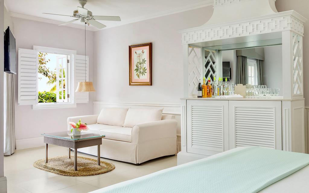 one-bedroom-beachfront-suite-img1-5c33c0493700d