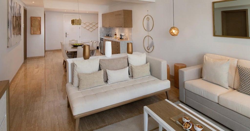 10246bGrandReserveAtParadisusPalmaReall-One_Bedroom_Master_Suite_livingroom(2)