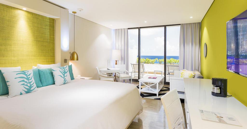 113ParadisusCancun-Paradisus_Luxury_Junior_Suite_Ocean_View_King_bed
