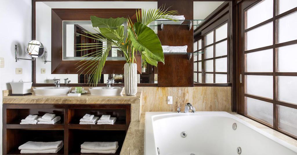 16553ParadisusPalmaRealTHR-One_Bedroom_Master_Suite_Bathroom-2
