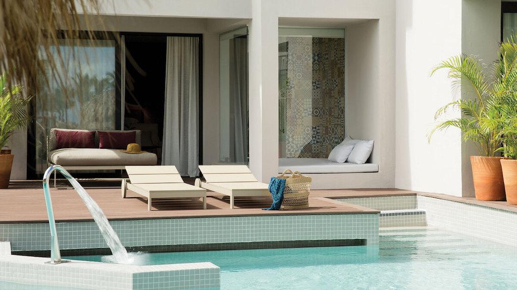 EX_EC-3-swim-up-suites-dominican-republic-1