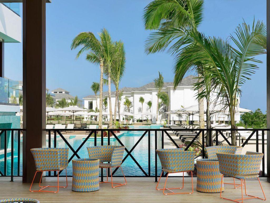 EXOB_bar-sol-in-jamaica-resort
