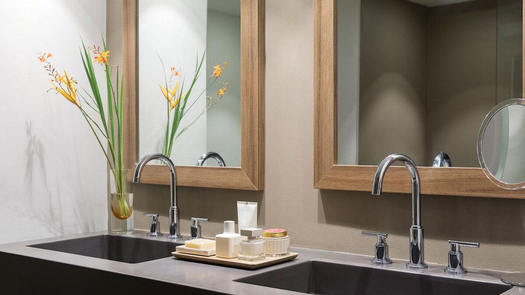 punta-cana-junior-suites-bathroom