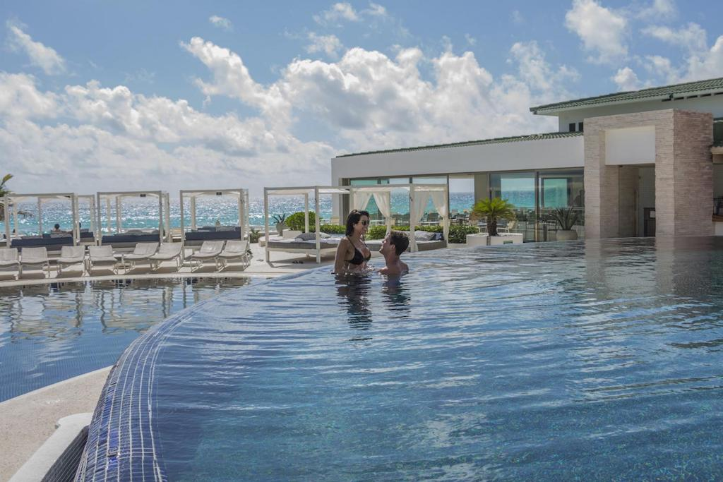 Sandos_cancun_Pool_111-min