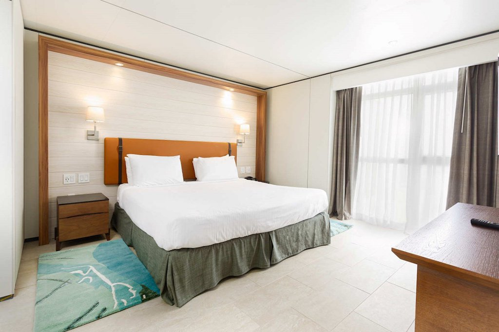 SONESTA-MAHO-deluxe_suite_bedroom