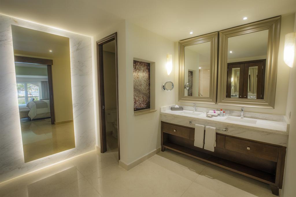 Room 89227-231 Presidential Suite