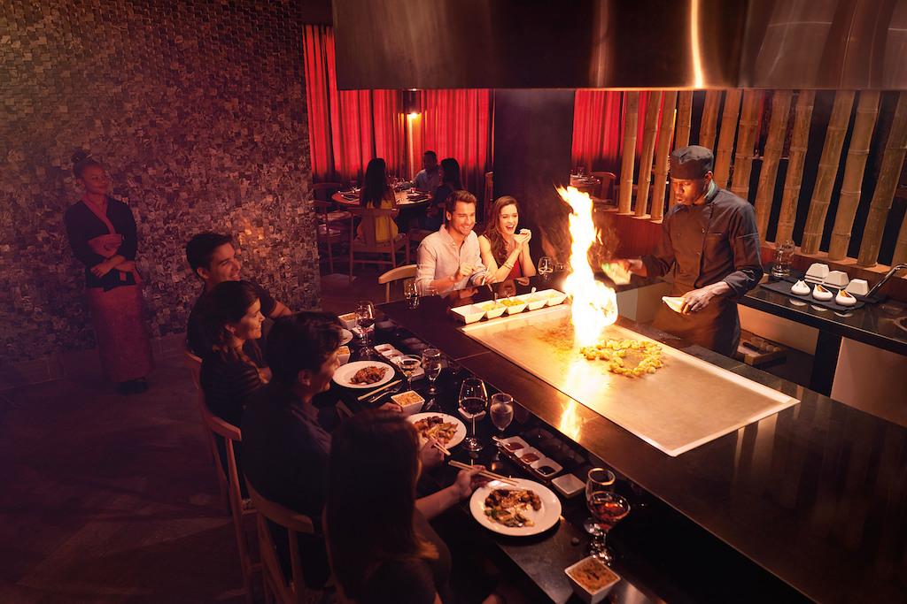 mpj_Family dining