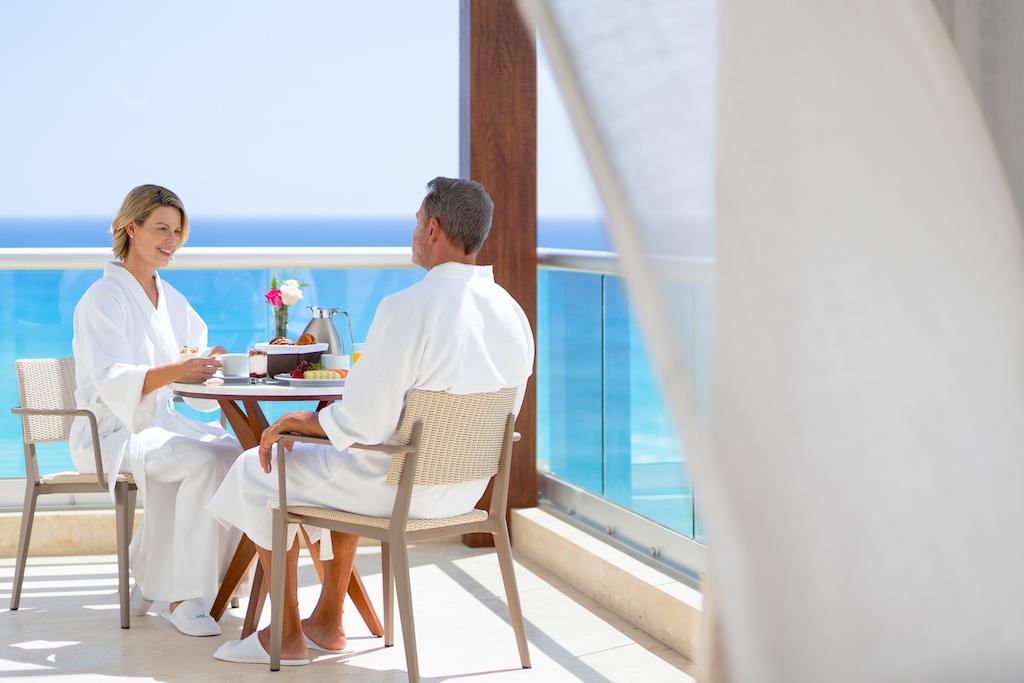 sp_Couple_Balcony_Breakfast