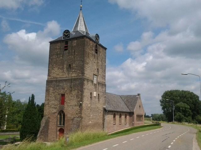 imageDat bedoel ik zo'n kerk moet je eerst zien en dan de Sint-Pietersbasiliek. En niet andersom.
