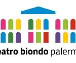 """Il Teatro Biondo di Palermo bandisce il secondo Corso triennale della """"Scuola dei Mestieri dello Spettacolo"""" diretta da Emma Dante. Una Commissione, presieduta da Emma Dante, selezionerà venti allievi, che saranno ammessi al primo anno del nuovo Corso triennale per attori che avrà inizio il prossimo ottobre. La selezione è aperta a candidati di tutte le nazionalità, di età compresa tra i 18 e i 28 anni. C'è tempo fino al 16 aprile per presentare le domande di ammissione alle selezioni, che si svolgeranno in due fasi, la prima delle quali prevede esercitazioni per valutare l'attitudine alla metodologia della Scuola; i candidati ammessi alla seconda fase dovranno cimentarsi in prove di improvvisazione e di espressività fisica e vocale. Il corso, che prevede lezioni teoriche e un laboratorio permanente condotto da Emma Dante, avrà la durata di tre anni, al termine dei quali gli allievi saranno impegnati nella realizzazione di uno spettacolo. Nel sito del Teatro Biondo tutte le informazioni e il modulo per presentare la candidatura. La """"Scuola dei Mestieri dello Spettacolo"""" del Teatro Biondo di Palermo, diretta da Emma Dante, è una realtà unica nel panorama italiano. I 23 allievi del primo corso per attori, ancor prima di completare il triennio di studi, hanno debuttato non solo al Teatro Biondo ma anche sui prestigiosi palcoscenici dell'Olimpico di Vicenza, del Festival dei 2 Mondi di Spoleto, del Bellini di Napoli e dell'Argentina di Roma, interpretando Odissea a/r scritto e diretto per loro da Emma Dante. Lo spettacolo ha ottenuto un eccezionale successo di pubblico e di critica, realizzando il tutto esaurito in tutte le piazze. «Sono felice di continuare questa esperienza che è stata formativa soprattutto per me – afferma Emma Dante – ho imparato moltissimo dai giovani allievi. In un certo senso posso dire che sono stati loro i miei insegnanti ed io l'allieva. Credo che l'insegnamento nasconda essenzialmente un grande desiderio di imparare. Non ho mai creduto di ave"""