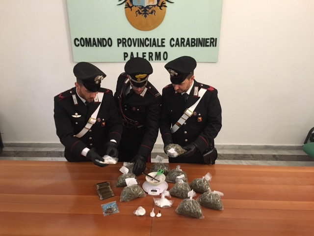 Cocaina, marijuana e hashish in casa, due arresti
