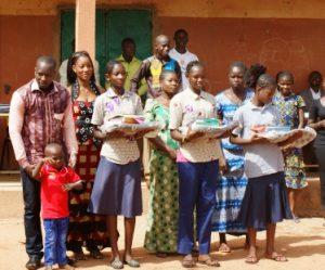 Les enfants ont reçu leurs cadeaux en présence de leurs parents