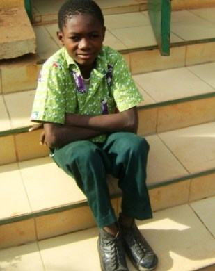 - NANA Mohamed Nouri Dine, en classe de 5ème, handicapé moteur a reçu des chaussures orthopédiques et suit des séances de rééducation. Cet appui a permis à l'enfant d'être autonome.