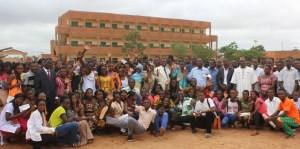 Des admis au BAC et au BEPC 2016  lors d'un pot organisé à leur intention au Lycée BENAJA