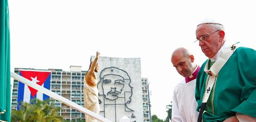francisco-cuba-plaza-revolucion