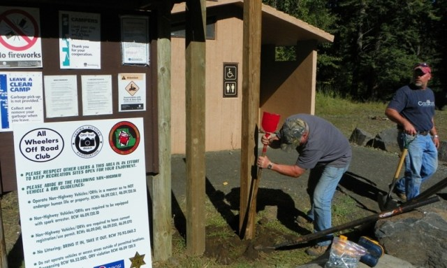 Photos: National Public Lands Day Volunteer Work in Yakima County 15
