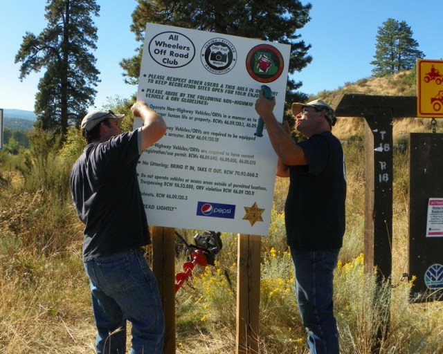 Photos: National Public Lands Day Volunteer Work in Yakima County 35