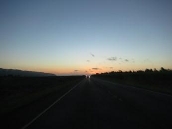 Så var turen over for denne gangen, og vi kjører tilbake til Waikiki med solnedgangen i bakruta.