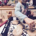 Des burgers fait-maison à cuisiner avec mon enfant
