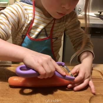apprendre à éplucher une carotte 1