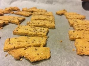 crackers fait-maison à la sortie du four