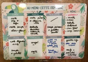 Tableau effaçable pour écrire le menu de la semaine