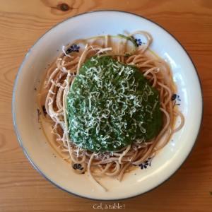 spaghetti et sauce verte aux épinards
