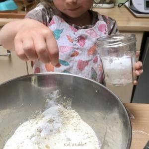 mettre une pincée de sel