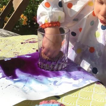 enfant 18 mois patouille avec peinture végétale