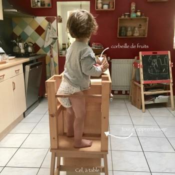 tour d'apprentissage à proximité immédiate des fruits pour permettre à l'enfant de se servie seul