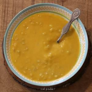 assiette de soupe courge & lentille