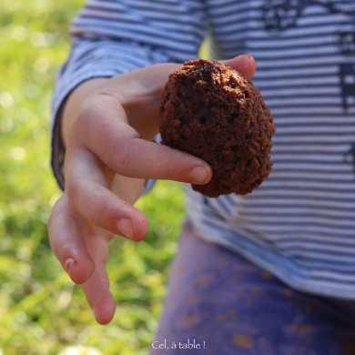 Oeuf au chocolat épluché