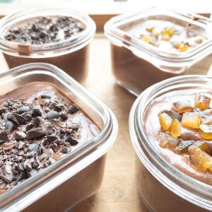décorations sur mousse au chocolat