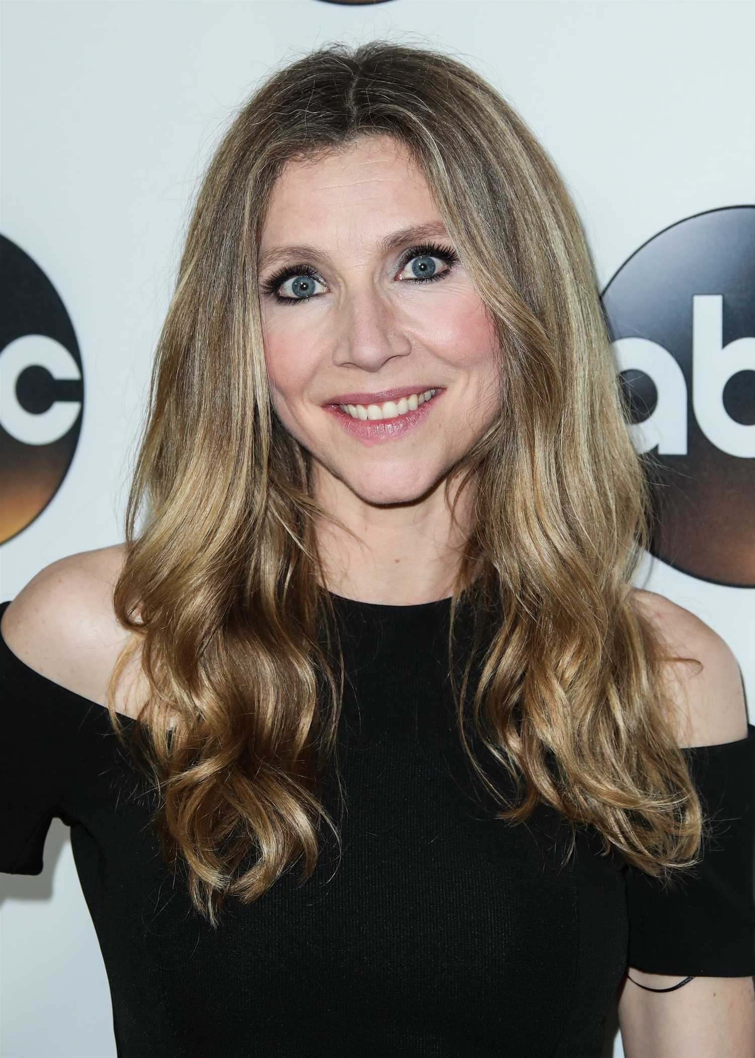 Sarah Chalke At Disney Abc Tca Winter Press Tour In