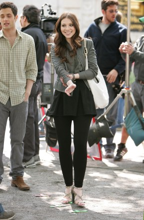 Michelle_Trachtenberg_on_the_set_of_Gossip_Girl9_in_Central_Park_01