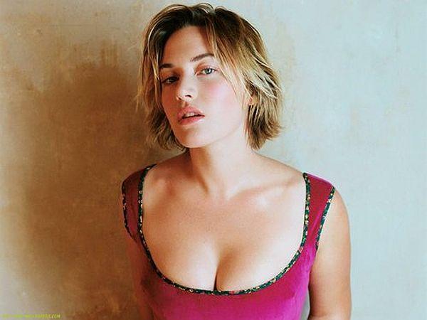 Kate-Winslet-in-Dark-pink_t500x375